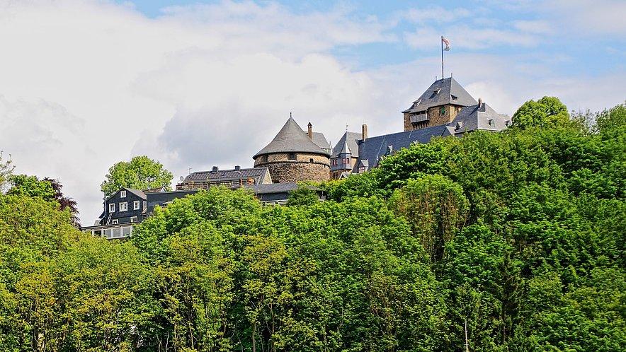 Wermelskirchen Schlossburg an der Wupper Schloss Burg Landschaft Natur