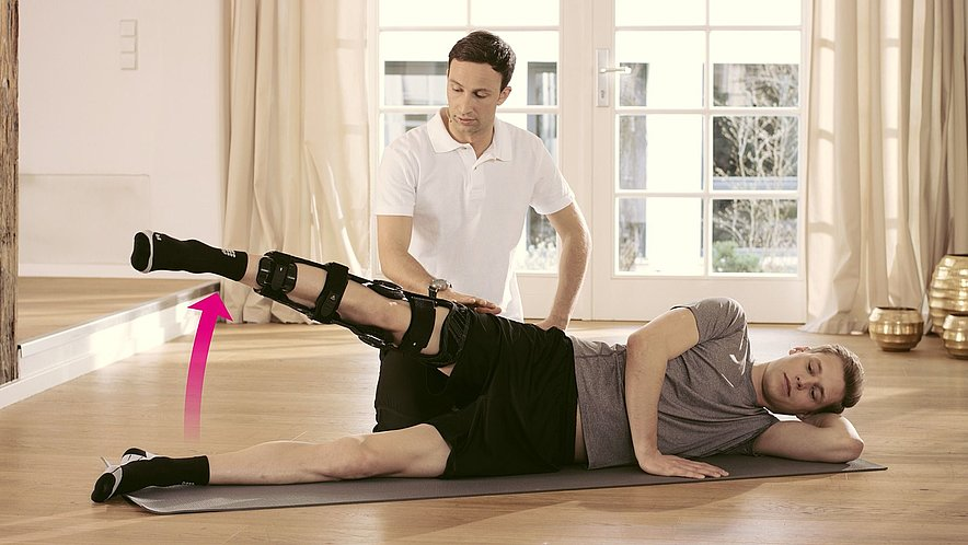 Übung zur Kräftigung der Gesäß- und Oberschenkelmuskulatur - Übung zur Kräftigung der Gesäß- und Oberschenkelmuskulatur