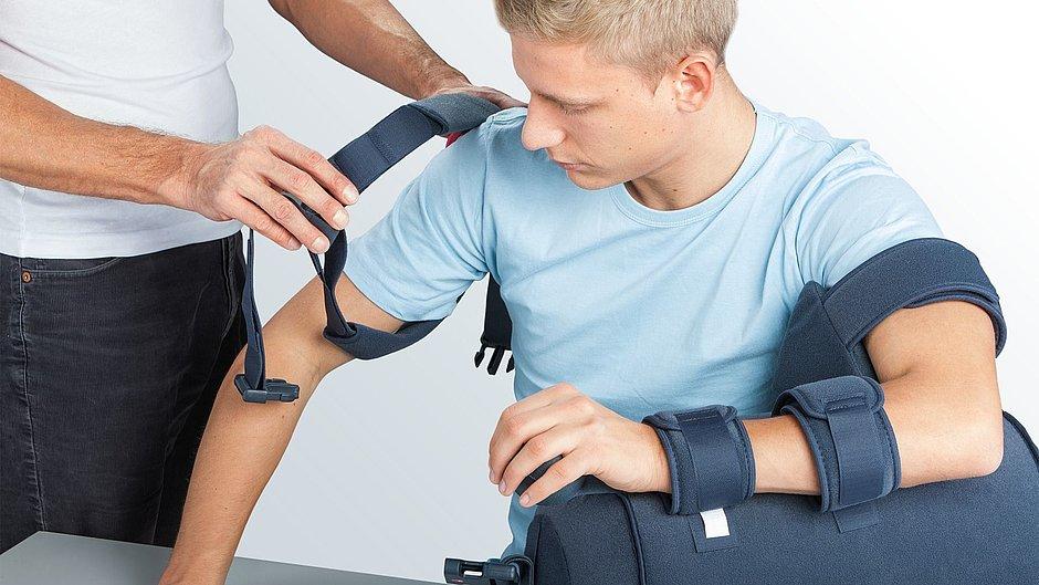 Medi SAK Schulterorthese anziehen