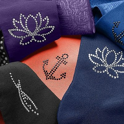 Immerse yourself in the water motifs of Swarovski® crystals*
