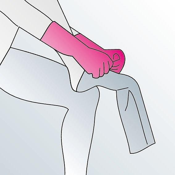Kompressionsstrümpfe anziehen Anleitung Schritt 4