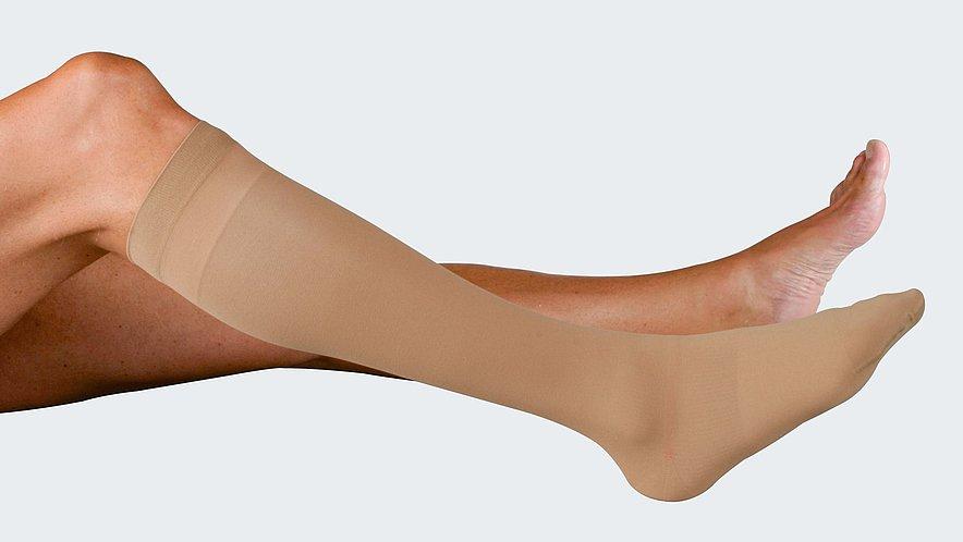 Anziehen des mediven ulcer plus Überstrumpfes für den Tag - Anziehen des mediven ulcer plus Überstrumpfes für den Tag