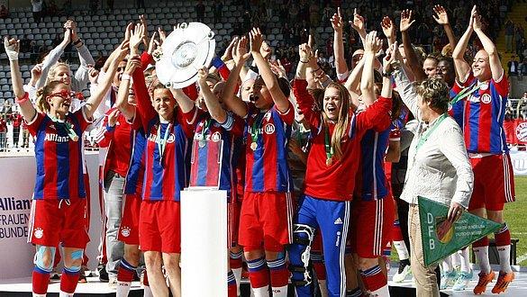 Jubel mit medi Knieorthese beim FC Bayern München -