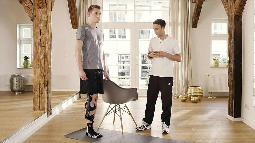 Bein im Stand anheben - Bein im Stand anheben