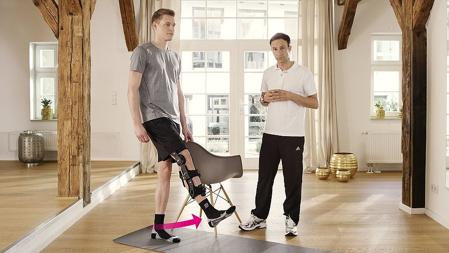Exercise to strengthen the thigh and the hip flexor muscles - Exercise to strengthen the thigh and the hip flexor muscles