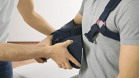 Medi SAS multi shoulder orthosis fitting