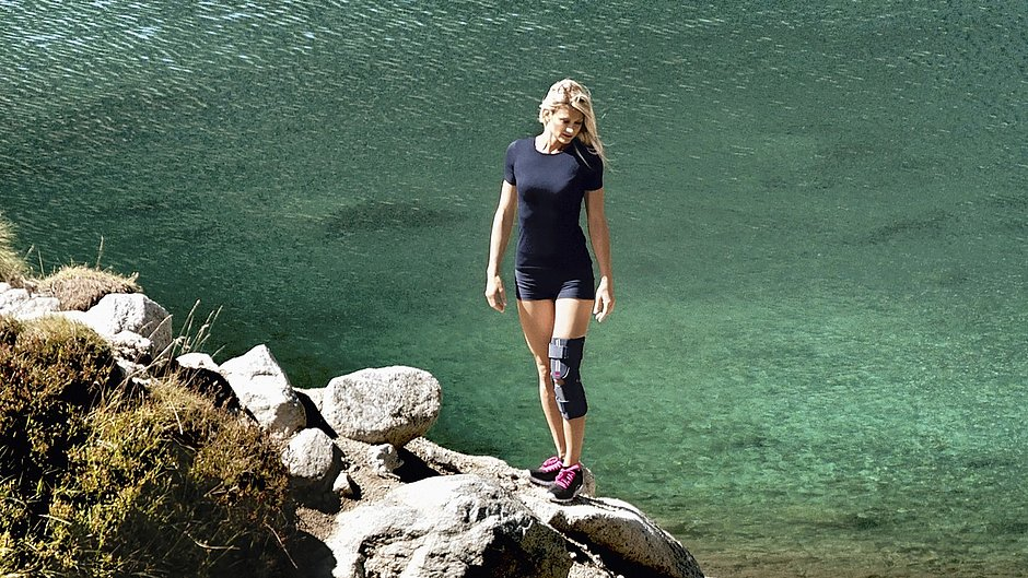 medi soft orthoses woman rocks sea