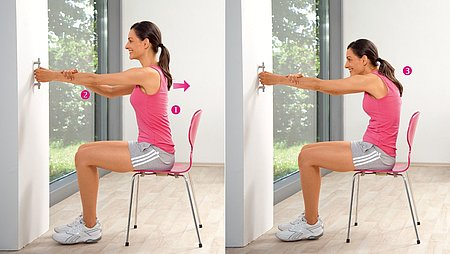 Shoulder pulls: Exercise to stretch the upper back and shoulder muscles