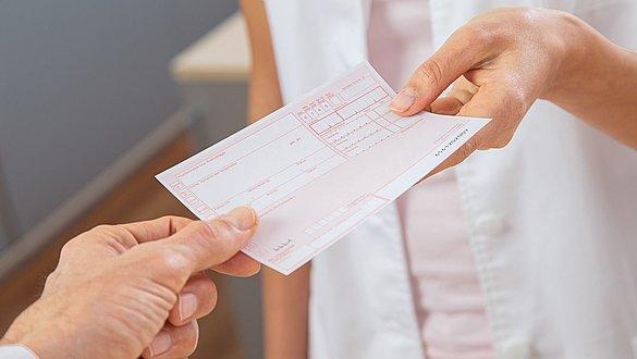 Rezeptübergabe Arzt Patient - Rezeptübergabe Arzt Patient