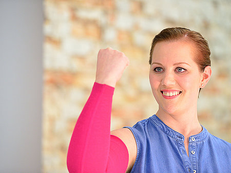 Ⓒ BVMed, Christine Raab wears compression sleeves