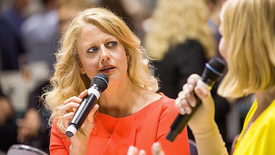 Barbara Schöneberger begeistert Messebesucher für Kompression! - Barbara Schöneberger begeistert Messebesucher für Kompression!