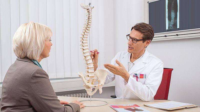 Krankheitsbild Osteoporose: Vorbeugung, Symptome und Therapie