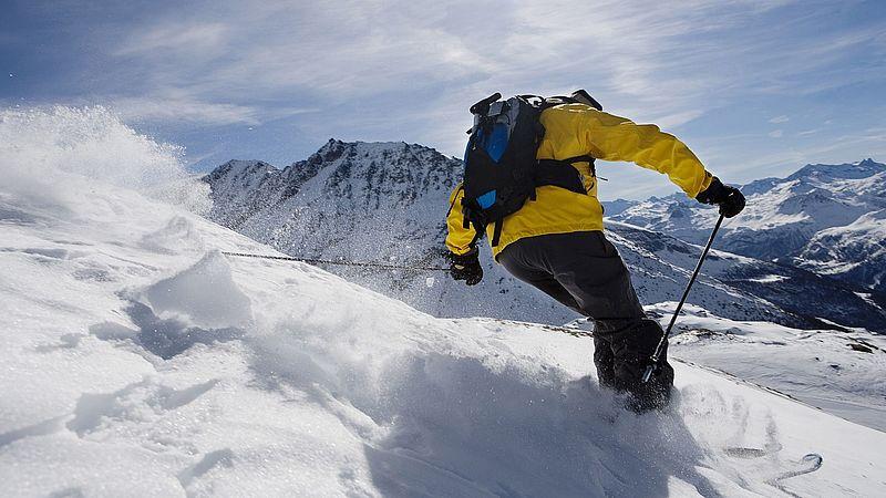Beim Skifahren kommt es oft zu einer Verletzung am Kreuzband