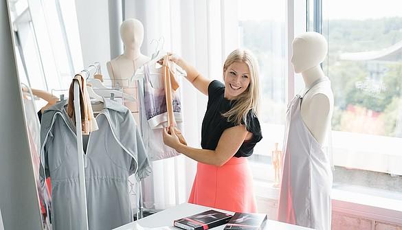 Fabienne Fischer integriert Kompressionsstrümpfe von medi in ihre Fashion Kollektion