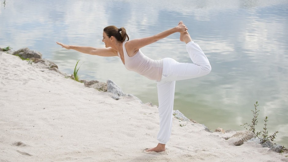 Frau Yoga Strand Wasser Körper